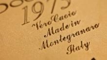 Anno: 2011<br /> <br /> Il calzaturificio Doucals nasce nel 1973 a Montegranaro, una piccola citt&agrave; in provincia di Macerata conosciuta a livello internazionale poich&eacute; culla di molte aziende Italiane che producono calzature di alta qualit&agrave;.<br /> <br /> L'azienda propone scarpe di altissimo livello realizzate a mano ed &egrave; stata invitata ad esporre al MOMA di New York.<br /> <br /> Jerry Giannini, sales manager e figlio del fondatore di Doucals, ci racconta la storia di questa splendida realt&agrave; ambasciatrice del Made in Italy nel mondo.<br /> <br /> Agenzia / Ideazione prodotto : Nico Petrelli Studio www.nicopetrelli.com<br /> <br /> Video: Marco Poderi<br /> <br /> Attore: Luca Zangheri<br /> <br /> Sala di posa: Imado / Marco Poderi Studio