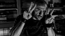 Anno: 2011<br /> <br /> Rossano Ronci racconta, con un'intervista fatta di immagini, la sua storia e l'evoluzione del suo stile. In pi&ugrave; di trent'anni di fotografia, l'artista non ha mai smesso di sperimentare, di fare ricerca utilizzando la luce. E cos&igrave;, dopo aver cominciato con la fotografia industriale e aver ottenuto riconoscimenti internazionali con la fotografia d'architettura, ha continuato a guardarsi avanti e a immortalare emozioni, per giungere oggi alla fotografia concettuale.<br /> <br /> Questo video vuole essere il ritratto di un artista.  <br /> <br /> Foto: Rossano Ronci<br /> Video: Marco Poderi<br /> Musica: Giovanni Bedetti