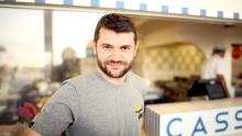 Anno: 2015<br /> <br /> Lo chef Enrico Bartolini, chef del ristorante Devero (2 stelle Michelin) &egrave; ospite di una nuova puntata di Rimini Street Food. La grande cucina incontra la qualit&agrave; dei produttori che lavorano sulla strada, nella calda cornice di Rimini.<br />