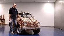 Anno: 2015      L'artista Molinari realizza questa 500 Kube con una varietà incredibile di legni. Per realizzarli lavora per mesi con le macchine SCM Minimax. Il video mostra la creazione di quest'opera, presentata poi in fiera ad Hannover in occasione della biennale Ligna 2015.