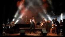 Anno: 2009<br /> <br /> Cinedelic records presenta &quot;JJ Vianello plus Mecco and The Soul Bullets&quot; live...<br /> <br /> Concerto registrato nel teatro di Cesenatico (sold-out per l'occasione) a fine Novembre 2009.<br /> <br /> Uno dei migliori crooner italiani, il carismatico JJ VIANELLO e i Soul Bullets riarrangiano e trasformano il Pop in Swing ed in Soul in maniera elegante e godibile, senza tralasciare il dancefloor.<br /> <br /> Riprese:<br /> <br /> Marco Poderi<br /> Patrizio Agabiti<br /> Simone Lunghi<br /> <br /> cinedelic.com<br /> jjvianello.com
