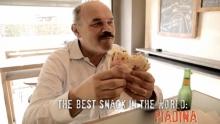 Anno: 2014      Oscar Farinetti, imprenditore che ha fondato Eataly, catena capace di portare il cibo Italiano nel mondo, ospite di Rimini Street Food, sale in sella ad una Ducati Monster e si confronta con il cibo da strada della Riviera.